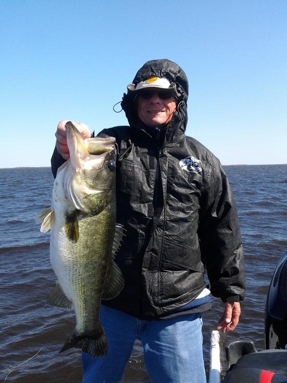 Fishing guide lake okeechobee bass fishing for Lake okeechobee bass fishing