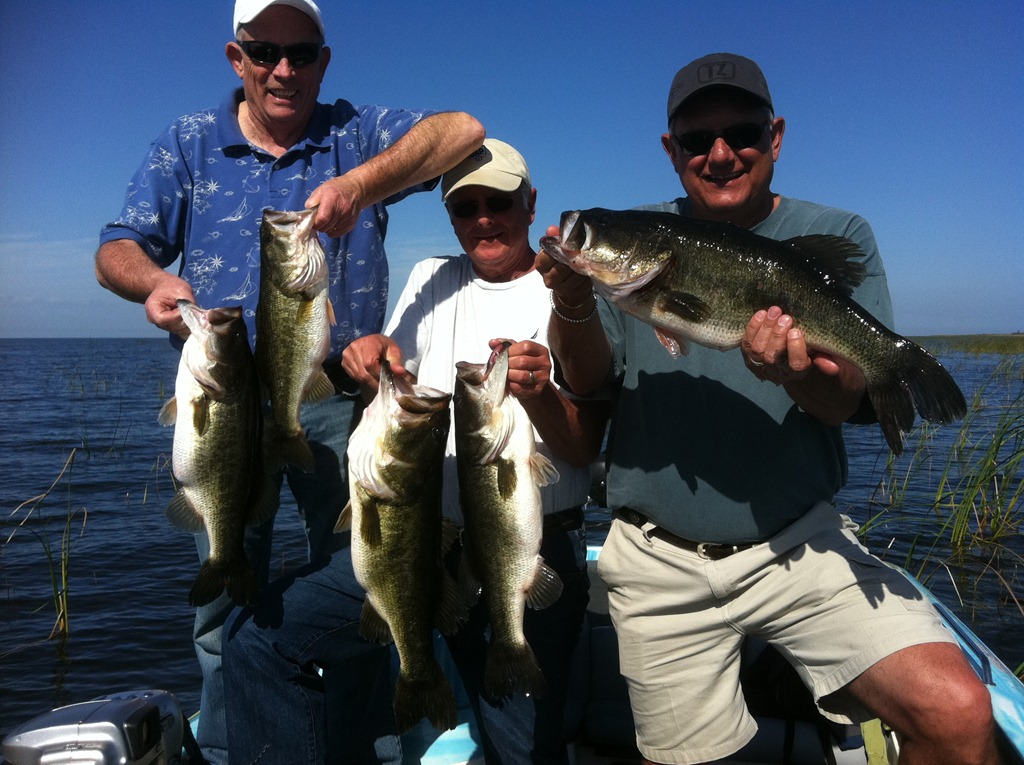 Okeechobee fishing guides lake okeechobee bass fishing for Lake okeechobee fishing guides