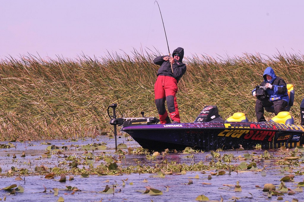 Tharp leads wire to wire wins walmart flw tour on lake for Lake okeechobee bass fishing