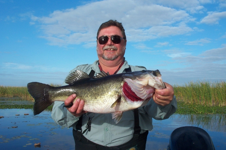Clewiston hotels lodging campgrounds in hendry county for Lake okeechobee bass fishing
