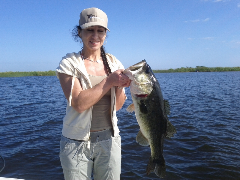 Moore haven fl fast food and restaurants for Lake okeechobee fishing guides