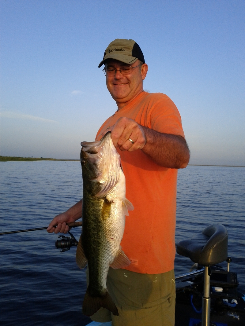 Lake okeechobee bass fishing with capt dave lake for Lake okeechobee fishing guides